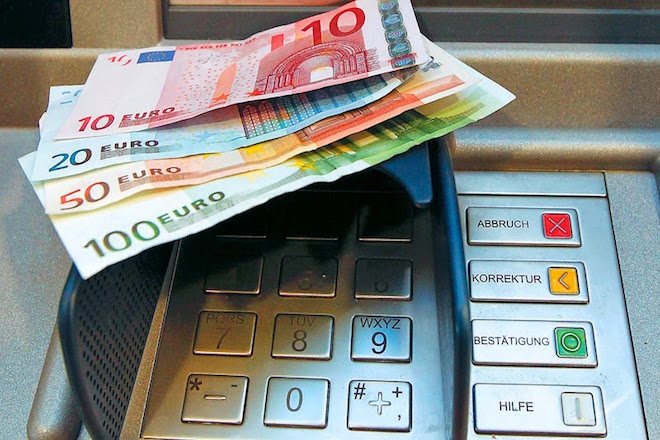 Πιο ακριβές απο σήμερα οι αναλήψεις απο ΑΤΜ – Οι χρεώσεις ανά τράπεζα