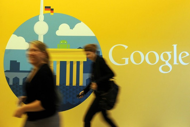 epa03411737 Two women walk past the company logo in the offices of the subsidiary of Google in Berlin, Germany, 26 September 2012. The company has opened its new office in the capital.  EPA/BRITTA PEDERSEN
