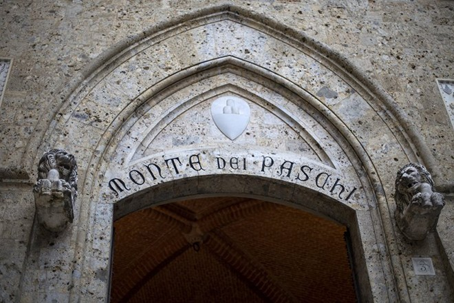 epa05602059 (FILE) A file picture dated 23 March 2016 shows Banca Monte dei Paschi di Siena (BMPS or MPS) headquarters in Piazza Salimbeni, in Siena, Italy. MPS said in a statement on 25 October 2016, it would cut around 2,600 jobs and shut 500 branches as part of its reforming plans between the years 2016 to 2019. MPS board has called for an extraordinary shareholders' meeting on 24 November to approve a capital increase of 5 billion euro aimed to save the troubled Italian commercial bank.  EPA/MATTIA SEDDA
