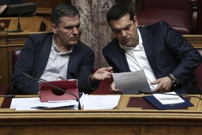Κυβέρνηση: Ο ΣΥΡΙΖΑ αντιστέκεται, η ΝΔ θα υπέγραφε μέτρα 4,2 δισ ευρώ