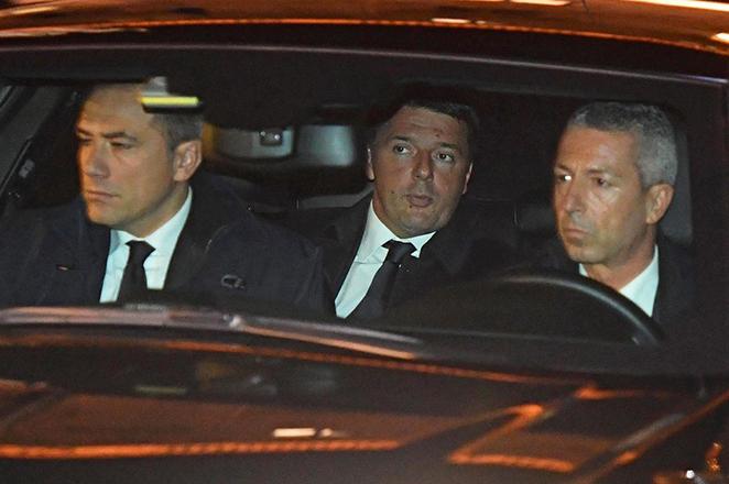 Να αναβάλλει την παραίτησή του ζήτησε ο πρόεδρος της Ιταλίας από τον Ρέντσι