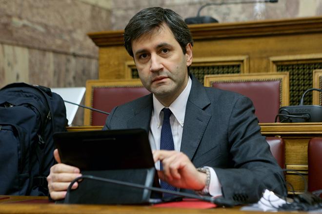 Ο αναπληρωτής υπουργός Οικονομικών Γεώργιος Χουλιαράκης συμμετέχει σε συνεδρίαση επιτροπής της Βουλής , Πέμπτη 24 Νοεμβρίου 2016. Η διαρκής επιτροπή οικονομικών υποθέσεων της Βουλής συνεδρίασε με θέμα ημερήσιας διάταξης: Εξέταση του σχεδίου νόμου του Υπουργείου Οικονομικών «Κύρωση του Κρατικού Προϋπολογισμού οικονομικού έτους 2017». ΑΠΕ-ΜΠΕ/ΑΠΕ-ΜΠΕ/Παντελής Σαίτας