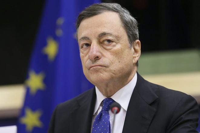 Ντράγκι: Λύση για τα «κόκκινα» δάνεια χωρίς όμως να «καταστραφεί το τραπεζικό σύστημα»