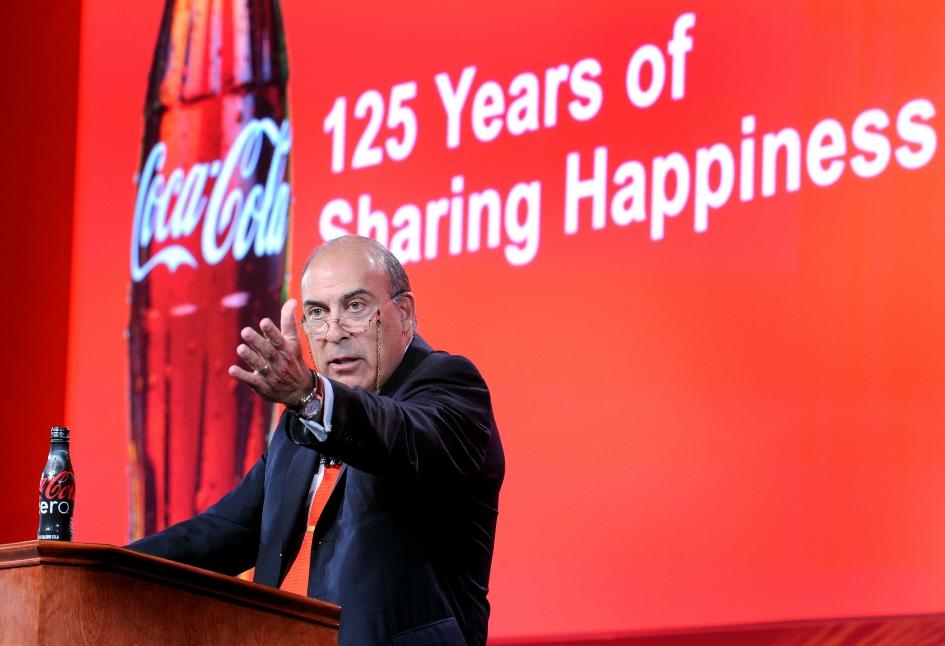 Αποχωρεί ο Μουχτάρ Κεντ από το τιμόνι της Coca Cola