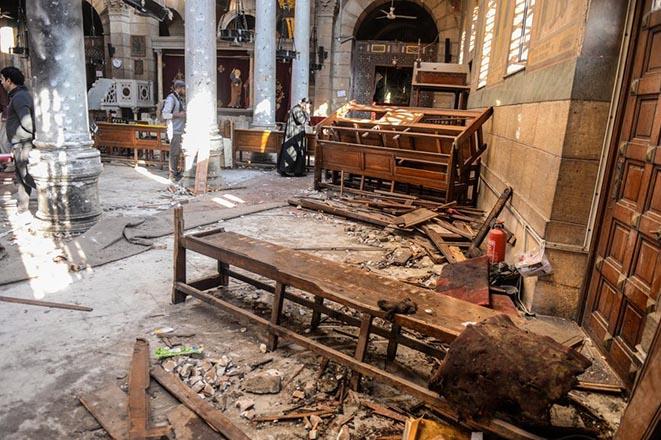 Τριήμερο πένθος στην Αίγυπτο μετά την πολύνεκρη επίθεση σε εκκλησία Κοπτών Χριστιανών