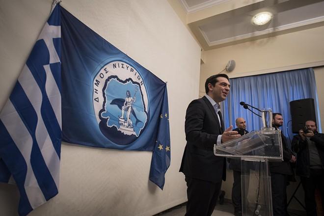 (Ξένη Δημοσίευση) Ο Πρωθυπουργός Αλέξης Τσίπρας μιλάει κατά τη διάρκεια της επίσκεψής του σε Νίσυρο, Τρίτη 13 Δεκεμβρίου 2016. Επίσκεψη του Πρωθυπουργού σε Νίσυρο και Τήλο. ΑΠΕ-ΜΠΕ/ΓΡΑΦΕΙΟ ΤΥΠΟΥ ΠΡΩΘΥΠΟΥΡΓΟΥ/Andrea Bonetti