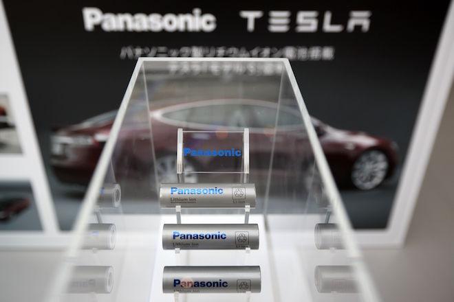 Η Panasonic «ρίχνει» στην Tesla 256 εκατ. δολάρια