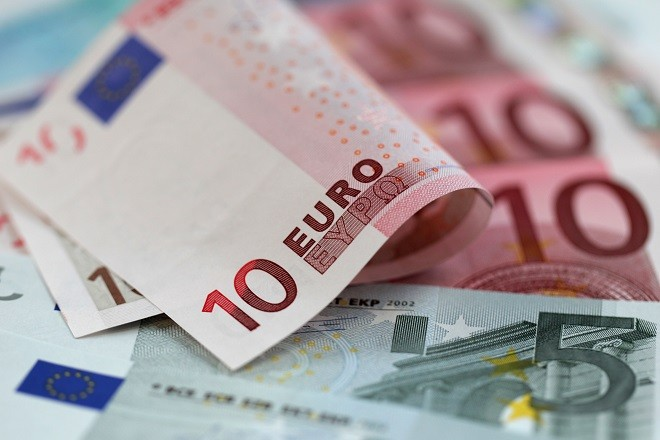 Euro notes in denominations of fives and tens are arranged for a photograph in London, U.K., on Wednesday, Jan. 18, 2012. The euro strengthened and commodities rallied as an official at a Group of 20 nation said the International Monetary Fund is proposing a $1 trillion expansion of its lending resources. U.S. index futures rose before Goldman Sachs Group Inc. reports earnings. Photographer: Simon Dawson/Bloomberg via Getty Images