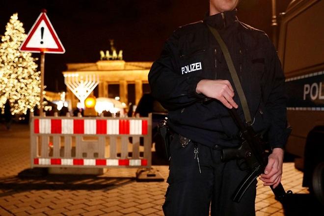 Ο κόσμος αναμένει το 2017 με πολύ αυξημένα μέτρα ασφαλείας