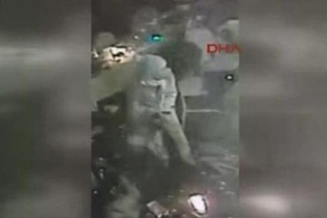 Βίντεο ντοκουμέντο: O ένοπλος τη στιγμή που σκορπά τον τρόμο στην Τουρκία