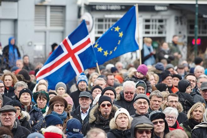 Ισλανδία: Eπιστρέφει το σενάριο δημοψηφίσματος για ένταξη στην ΕΕ