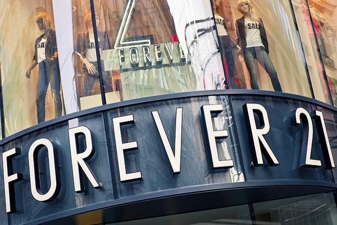 Σε πτώχευση η Forever 21- Kλείνει καταστήματα σε Ευρώπη και Ασία