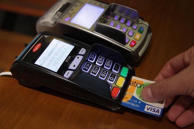 Αλαλούμ με τις συναλλαγές με πλαστικό χρήμα – «Μπλόκαρε» το σύστημα πριν ακόμα ξεκινήσει