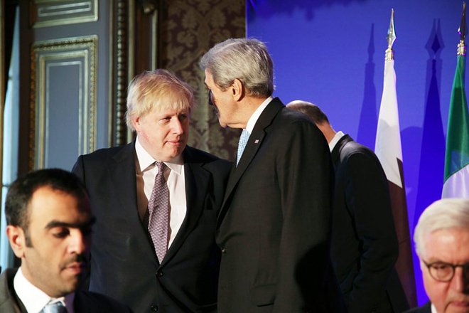 epa05668892 US Secretary of State John Kerry (C-R) and British Foreign Secretary Boris Johnson (C-L) talk after a picture, during a meeting in Paris, France, 10 December 2016. Leading diplomats are trying to find solutions for Syria's desperate opposition, as Syrian government forces squeeze rebels out of Aleppo after a devastating blitz.  EPA/THIBAULT CAMUS / POOL POOL