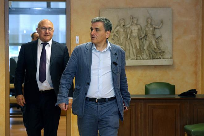 Ο υπουργός Οικονομικών Ευκλείδης Τσακαλώτος μαζί με τον Γάλλο ομόλογό Μισέλ Σαπέν  μετά την συνάντηση τους στο Υπουργείο Οικονομικών , Παρασκευή 3 Ιουνίου 2016. ΑΠΕ-ΜΠΕ/ΑΠΕ-ΜΠΕ/Παντελής Σαίτας