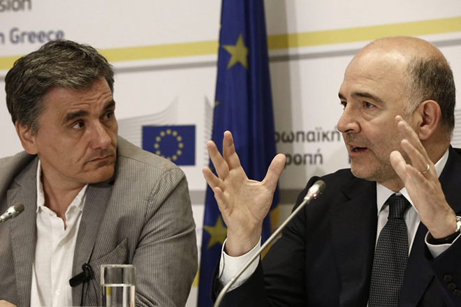 epa05430483 European Commissioner for Economic and Financial Affairs Pierre Moscovici (R) talks next to Greek Finance Minister Euclid Tsakalotos (L), during a press conference at EU representation office in Athens, Greece 18 July 2016. Moscovici came to Athens on a one-day working visit.  EPA/YANNIS KOLESIDIS