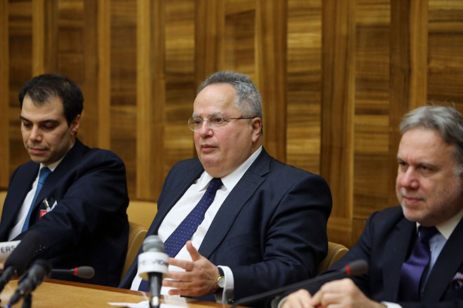 Ο υπουργός Εξωτερικών της Ελλάδας Νίκος Κοτζιάς (Κ), κάνει δηλώσεις στην έδρα του ΟΗΕ, στη Γενεύη, στο περιθώριο της Διάσκεψης για την Κύπρο, Πέμπτη 12 Ιανουαρίου 2017. ΚΥΠΕ/ΚΑΤΙΑ ΧΡΙΣΤΟΔΟΥΛΟΥ ΚΑΤΙΑ ΧΡΙΣΤΟΔΟΥΛΟΥ