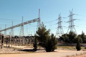 Άποψη του Κέντρου Υπερυψηλής Τάσης της Δ.Ε.Η. στον Άγιο Στέφανο Κρυονερίου, Κυριακή 12 Απριλίου 2015. Το Κέντρο Ελέγχου Ενέργειας του Ανεξάρτητου Διαχειριστή Μεταφοράς Ηλεκτρικής Ενέργειας (ΑΔΜΗΕ), στο Κρυονέρι, επισκέφθηκε ο υπουργός Παραγωγικής Ανασυγκρότησης, Περιβάλλοντος και Ενέργειας, Παναγιώτης Λαφαζάνης (δεν εικονίζεται) για να ευχηθεί Καλό Πάσχα στους εργαζόμενους του Κέντρου και σε όλους τους εργαζόμενους στον Όμιλο της ΔΕΗ. ΑΠΕ-ΜΠΕ/ ΑΠΕ-ΜΠΕ/ ΠΑΝΤΕΛΗΣ ΣΑΪΤΑΣ