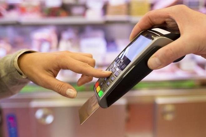 POS: Το κόστος της χρήσης των τερματικών για τις επιχειρήσεις και τα κέρδη για τις τράπεζες