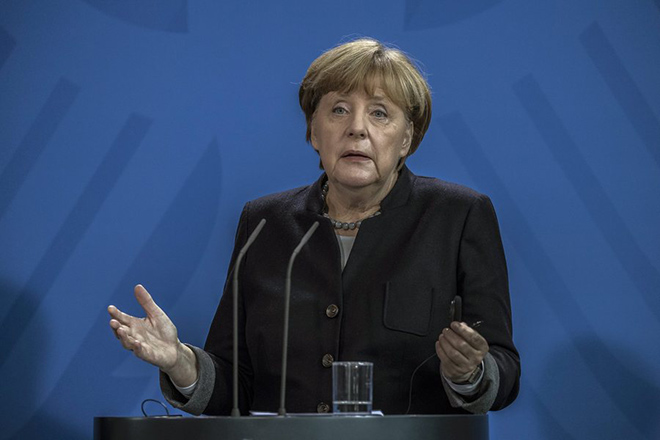 epa05721741 German Chancellor Angela Merkel gestures while speaking to the media during a joint news conference with New Zealand's Prime Minister Bill English (unseen) following their meeting at the chancellory in Berlin, Germany, 16 January 2017.  EPA/OLIVER WEIKEN