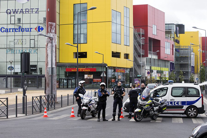 epa04844938 French police deployed around fashion retailer Primark in the Paris suburban mall Qwartz in Villeneuve La Garene near Paris, France, 13 July 2015, after 18 people had been taken hostage by three armed men. French special forces rescued the hostages from the MAll.  EPA/ETIENNE LAURENT