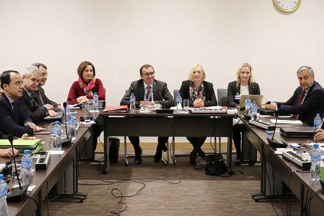 Ο Πρόεδρος της Κυπριακής Δημοκρατίας Νίκος Αναστασιάδης και ο ηγέτης της Τουρκοκυπριακής κοινότητας Μουσταφά Ακιντζί παρακάθονται σε διαπραγματεύσεις για το Κυπριακό στη Γενεύη της Ελβετίας, υπό την αιγίδα του ειδικού συμβούλου του γγ του ΟΗΕ, Έσπεν 'Αϊντα, την  Τετάρτη 11 Ιανουαρίου 2017.  ΑΠΕ-ΜΠΕ/ ΚΥΠΕ/ΚΑΤΙΑ ΧΡΙΣΤΟΔΟΥΛΟΥ