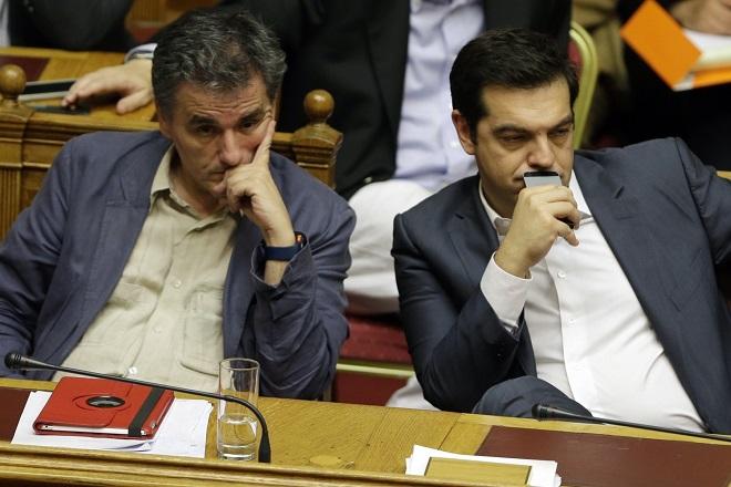Bloomberg: Η Ελλάδα «σέρνεται» στις μεταρρυθμίσεις