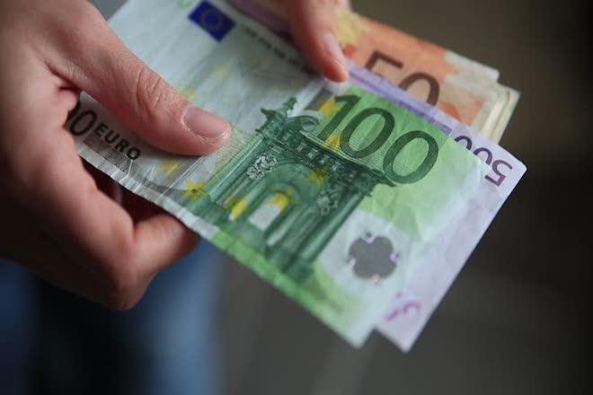 λεφτά, επίδομα, μισθοί