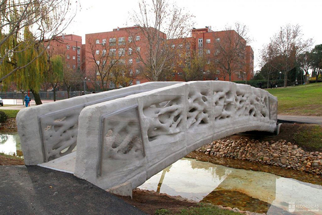 Η πρώτη πεζογέφυρα του κόσμου που «χτίστηκε» από εκτυπωτή