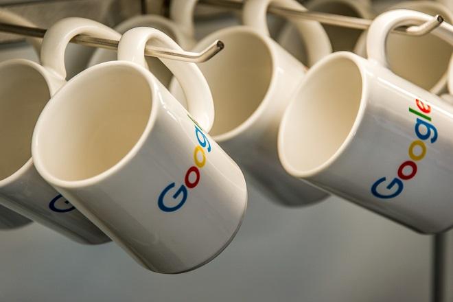Πρόστιμα σε πάνω από 200 εκδότες για ψεύτικες ειδήσεις έχει ρίξει η Google