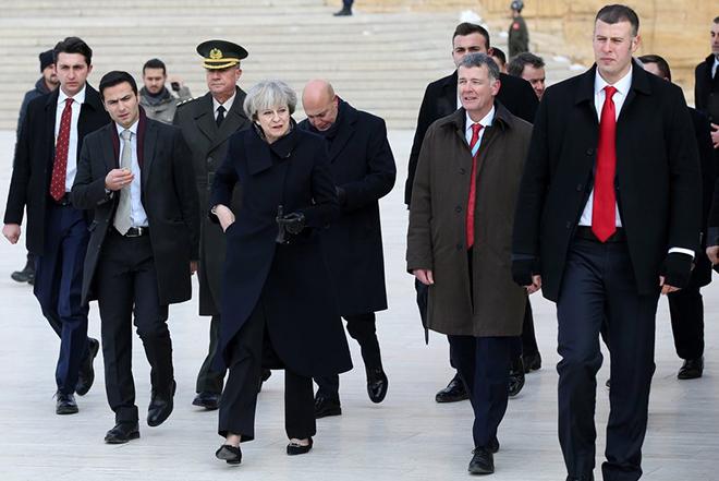«Πράσινο φως» από τους ηγέτες της ΕΕ για να προχωρήσουν οι διαπραγματεύσεις για το Brexit