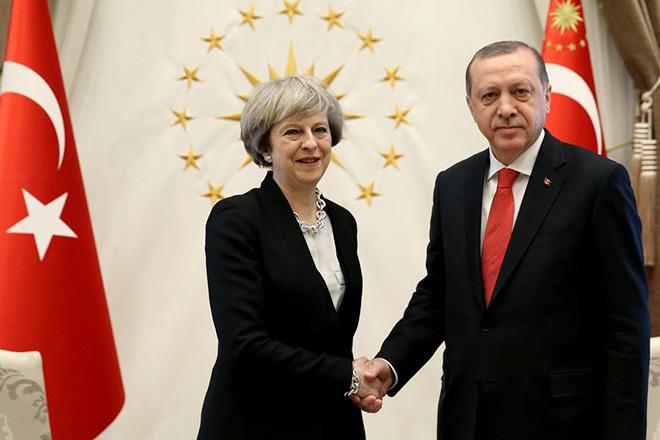 Εμπορικές συμφωνίες της Βρετανίας με την Τουρκία έφερε η συνάντηση Ερντογάν-Μέι