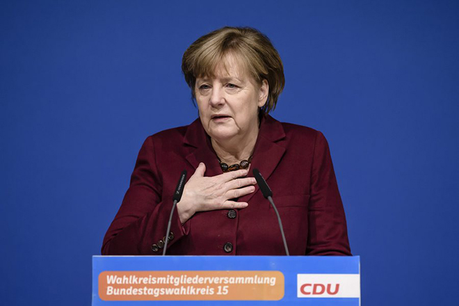 epa05756429 German Chancellor Angela Merkel speaks during a gathering of the Christian Democratic Union (CDU) party in her electoral district in Grimmen, Germany, 28 January 2017. Merkel visited her constituency in Mecklenburg-Western Pomerania on the occasion of her confirmation as candidate for the German parliament elections in September 2017.  EPA/CLEMENS BILAN