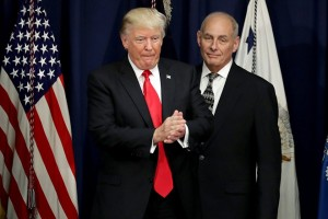 epa05750128 US President Donald J. Trump is joined by Homeland Security Secretary John Kelly (R) during a visit to the Department of Homeland Security in Washington, DC, USA, 25 January 2017. Trump signed two executive orders related to domestic security and to begin the process of building a wall along the U.S.-Mexico border.  EPA/Chip Somodevilla / POOL (AFP-OUT)