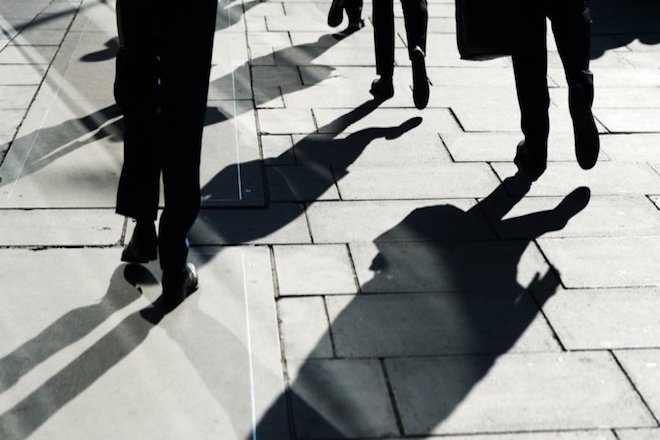 Βελτίωση στην αγορά εργασίας και μείωση της ανεργίας βλέπει ο οίκος αξιολόγησης DBRS