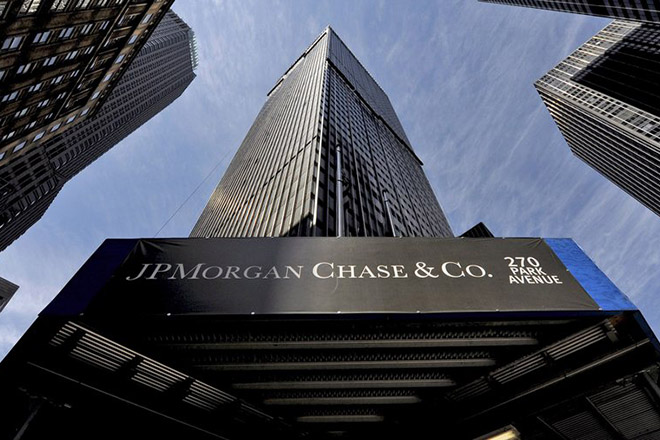 epa05101525 (FILE) A file photo dated 16 April 2009 showing a sign at a JPMorgan Chase building in New York, New York, USA. PMorgan Chase, the largest US bank by assets, released their 4th quarter results on 14 January 2016 saying their net income was 5.4 billion USD, an increase  of 10 per cent. JPMorgan Chase said their net revenue was 23.7 billion USD, up one per cent, driven by higher revenue in corporate and consumer &  community banking, largely offset by  lower revenue in corporate and  investment banking and asset management.  EPA/JUSTIN LANE