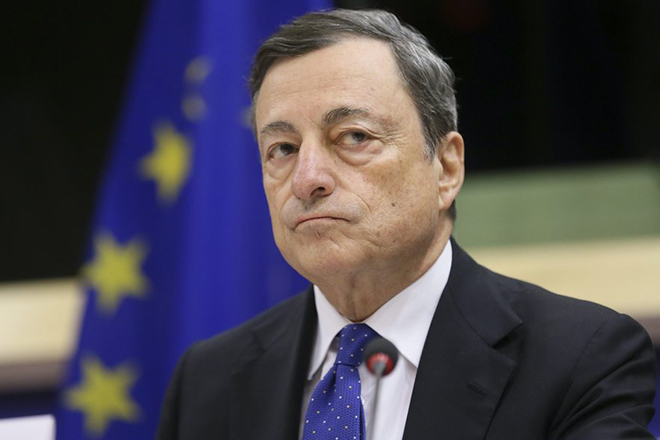 epa05651009 President of the European Central Bank (ECB) and chairman of the European systemic risk Board, Mario Draghi, during a hearing by the European Parliament  Committee on Economic and Monetary Affairs in Brussels, Belgium, 28 November 2016.  EPA/OLIVIER HOSLET