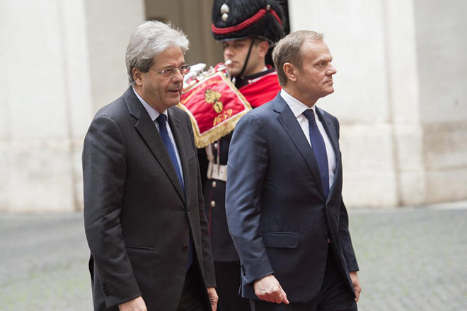 epa05764546 Italian Prime Minister Paolo Gentiloni (L) welcomes the President of the European Council Donald Tusk (R) before their meeting in Chigi Palace, Rome, 01 February 2017.  EPA/GIORGIO ONORATI
