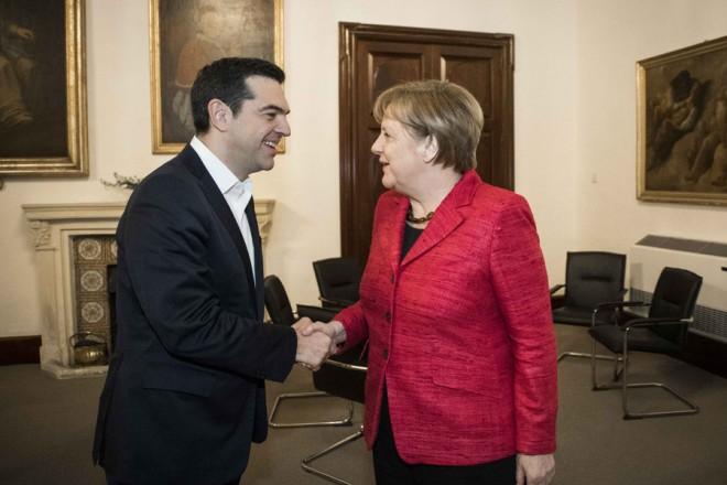 (Ξένη Δημοσίευση) Ο πρωθυπουργός Αλέξης Τσίπρας συναντήθηκε με την γερμανίδα καγκελάριο Άγγελα Μέρκελ στο περιθώριο της άτυπης συνόδου των Αρχηγών Κρατών και Κυβερνήσεων της ΕΕ που πραγματοποιείται στην Μάλτα, Παρασκευή 3 Φεβρουαρίου 2017. ΑΠΕ-ΜΠΕ/ΓΡΑΦΕΙΟ ΤΥΠΟΥ ΠΡΩΘΥΠΟΥΡΓΟΥ/Andrea Bonetti