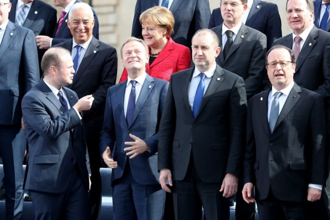 epaselect epa05768392 (L-R) Joseph Muscat, Prime Minister of Malta, Donald Tusk, President of the European Council, Rumen Radev, President of Bulgaria and Francois Hollande, President of France before the family photo during an informal summit meeting of EU leaders in Valletta, Malta, 03 February 2017. The European Union (EU) leaders will address the migration situation, focusing on the Central Mediterranean route and Libya, and discuss the future of the EU after Brexit  EPA/DOMENIC AQUILINA