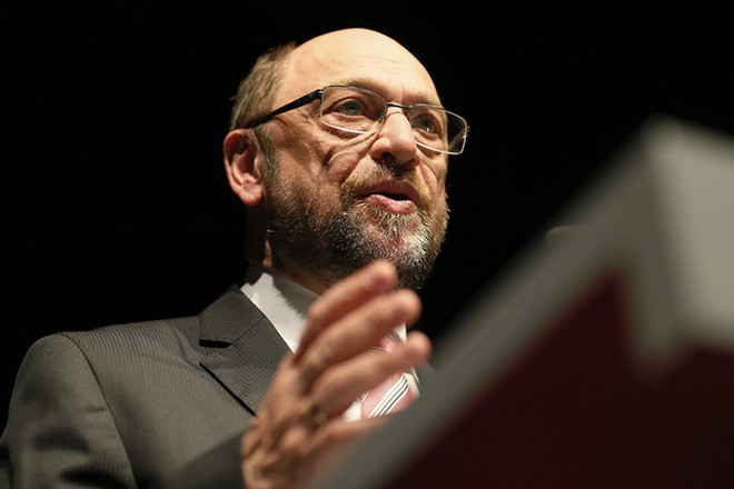 epa05769804 The newly appointed leader of the Social Democratic Party (SPD) and candidate for chancellor Martin Schulz speaks during the state party conference of SPD Saarland in Orscholz near Saarlouis, Germany, 03 February 2017. SPD is campaigning for elections in German federal state Saarland and mayor elections in Saarlouis.  EPA/RONALD WITTEK