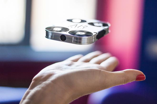Η πιο μικρή ιπτάμενη κάμερα για selfie στον κόσμο