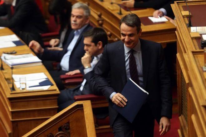 Ο πρόεδρος της ΝΔ Κυριάκος Μητσοτάκης προσέρχεται στο βήμα, στην ολομέλεια του κοινοβουλίου κατά τη συζήτηση, στην ώρα του πρωθυπουργού, στη Βουλή, Αθήνα, Παρασκευή 17 Φεβρουαρίου 2017. ΑΠΕ-ΜΠΕ/ΑΠΕ-ΜΠΕ/ΟΡΕΣΤΗΣ ΠΑΝΑΓΙΩΤΟΥ