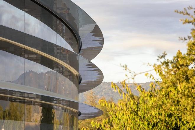 Ανοίγει τις πύλες του το «διαστημόπλοιο» της Apple