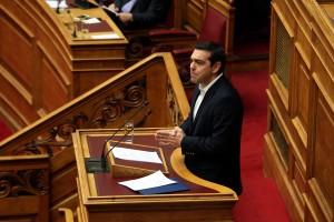 """Ο πρωθυπουργός Αλέξης Τσίπρας μιλά από το βήμα της Βουλής στην """"Ώρα του Πρωθυπουργού"""", απαντώντας σε επίκαιρη ερώτηση του προέδρου της Ένωσης Κεντρώων Βασίλη Λεβέντη (δε διακρίνεται) σχετικά με τα αποτελέσματα του τελευταίου Eurogroup, Παρασκευή 24 Φεβρουαρίου 2017. ΑΠΕ-ΜΠΕ/ΑΠΕ-ΜΠΕ/Αλέξανδρος Μπελτές"""