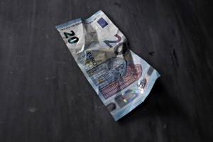 The newly released 20 euro banknote  /  Το νέο χαρτονόμισμα των 20 €