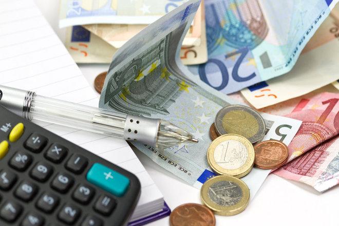 Αναστέλλεται για ένα ακόμη φορολογικό έτος η επιβολή του φόρου υπεραξίας στις μεταβιβάσεις ακινήτων από επαχθή αίτια