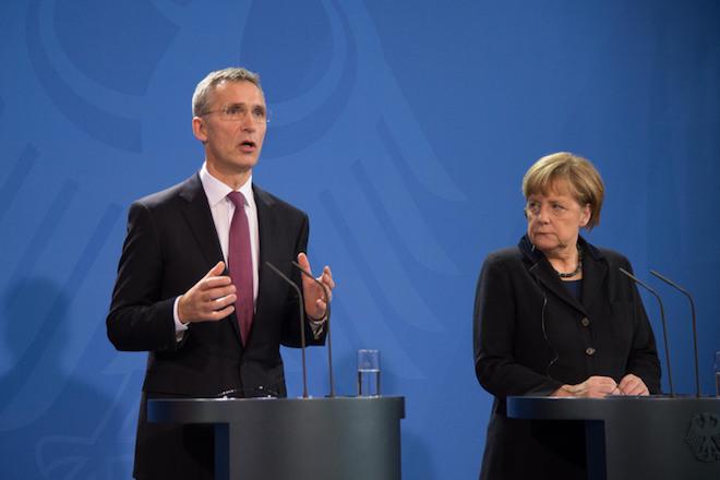 Μέρκελ: Πρέπει να τηρήσουμε τον στόχο του ΝΑΤΟ για τις αμυντικές δαπάνες
