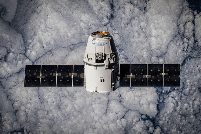 Η SpaceX στέλνει τους πρώτους αστροτουρίστες γύρω από τη Σελήνη