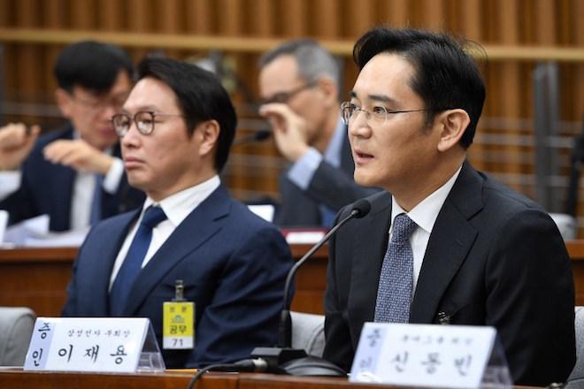Παραιτήθηκε ο επικεφαλής και κληρονόμος της Samsung